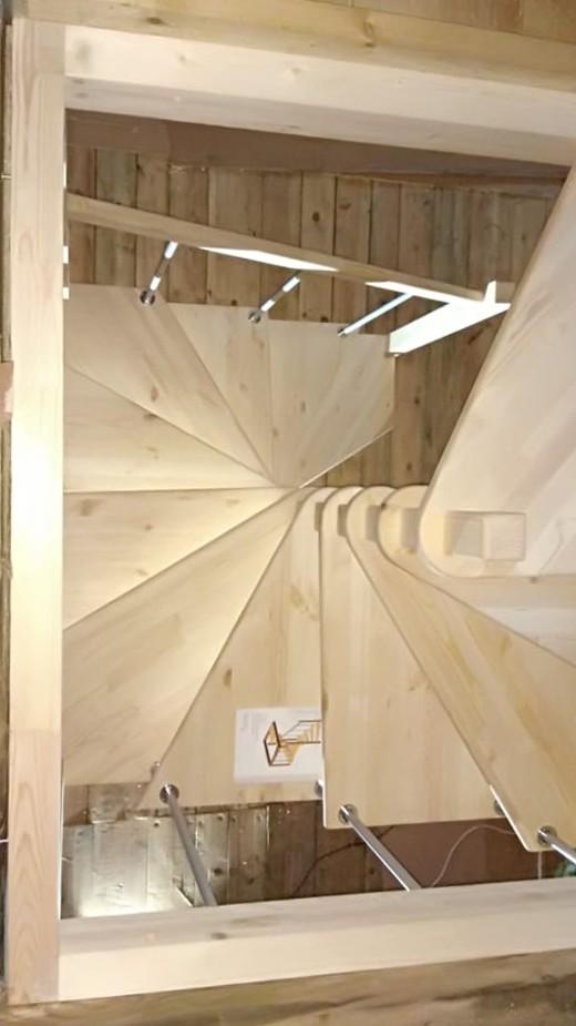 Деревянная межэтажная лестница ЛЕС-10 (поворот 360°)