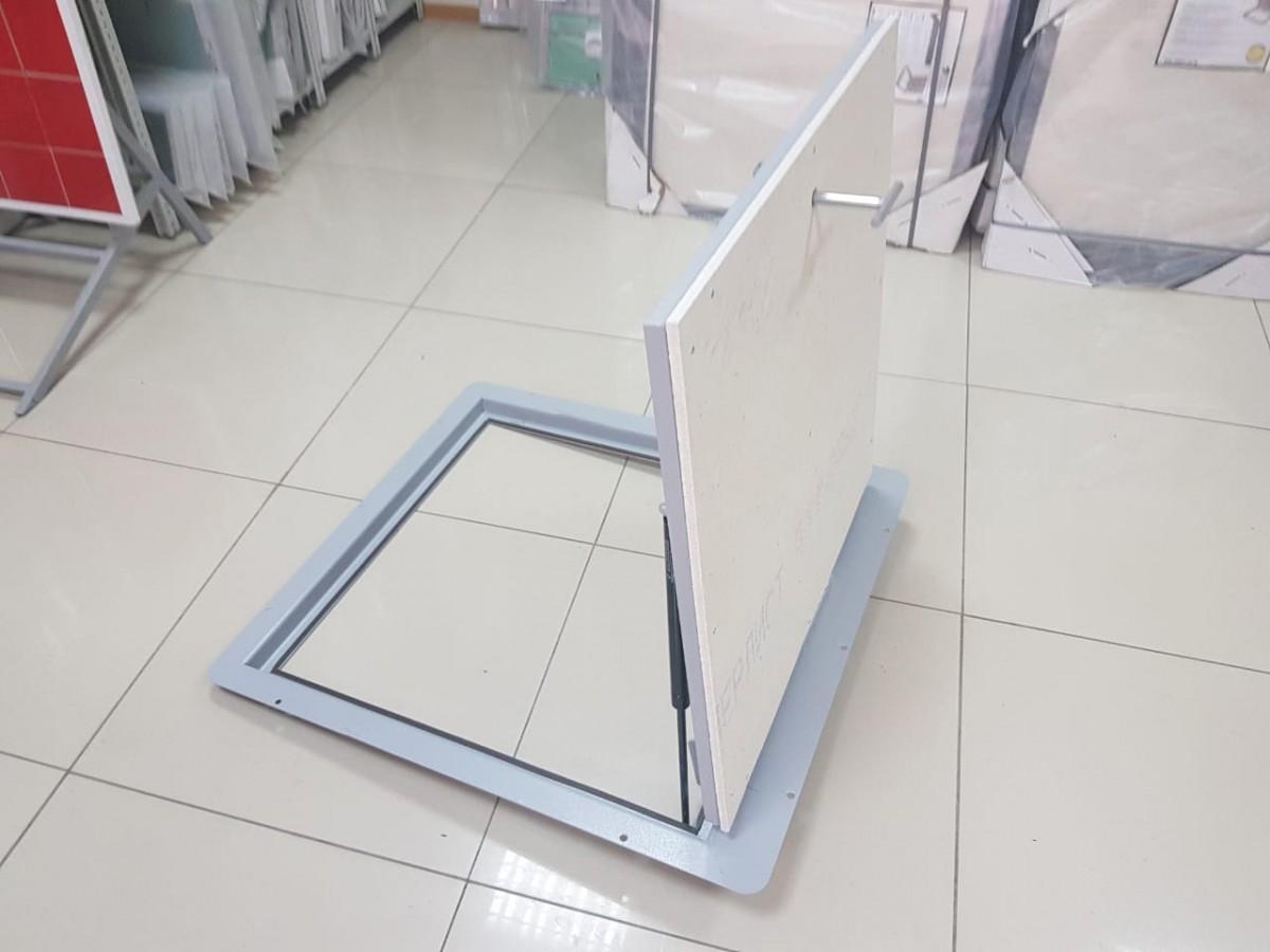Напольный люк с амортизаторами 900*900 КОНТУР-ЭКОНОМ (Винт/ручка)