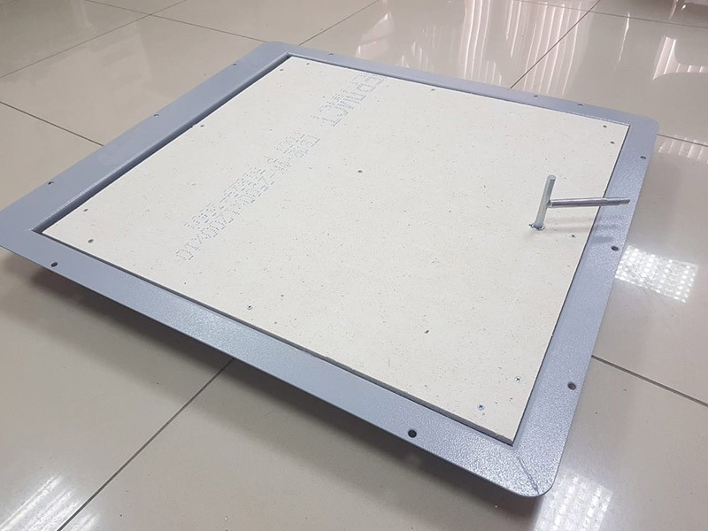 Напольный люк с амортизаторами 800*800 КОНТУР-ЭКОНОМ (Винт/ручка)