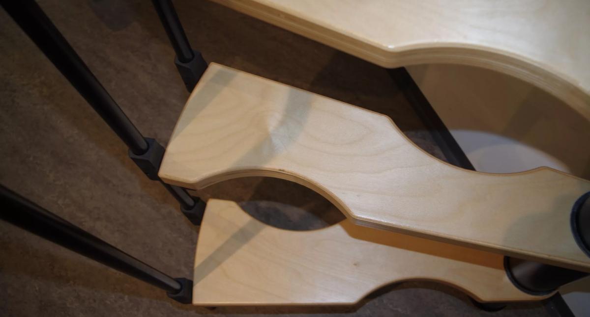 Малогабаритная винтовая лестница Suono, диаметр 120/60 см, черный, ступени лакированные