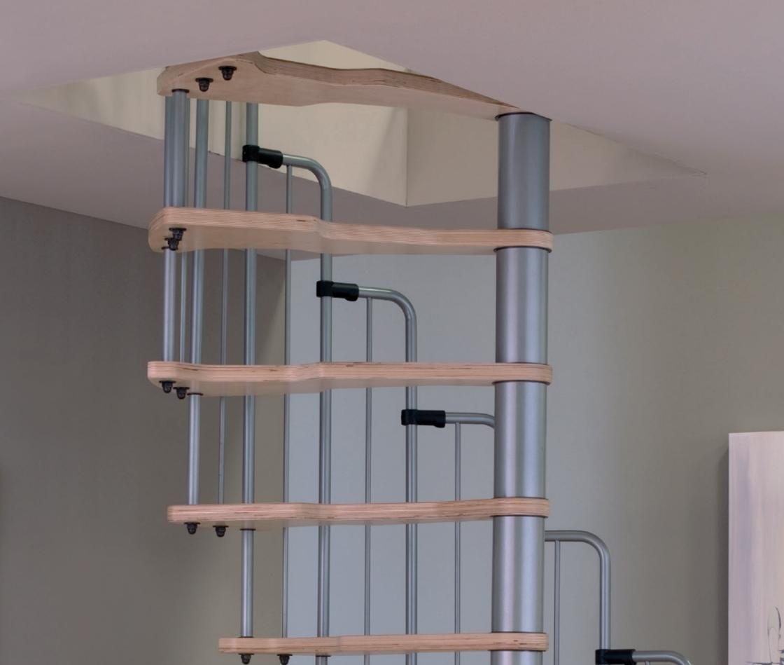 Малогабаритная винтовая лестница Metallica, диаметр 140/70 см, серебро ступени лакированные